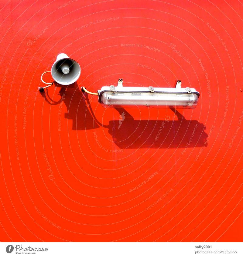 Licht und Ton... rot Beleuchtung Lampe leuchten frisch Ordnung verrückt Technik & Technologie einfach Information Aggression Lautsprecher knallig laut Überwachung Megaphon