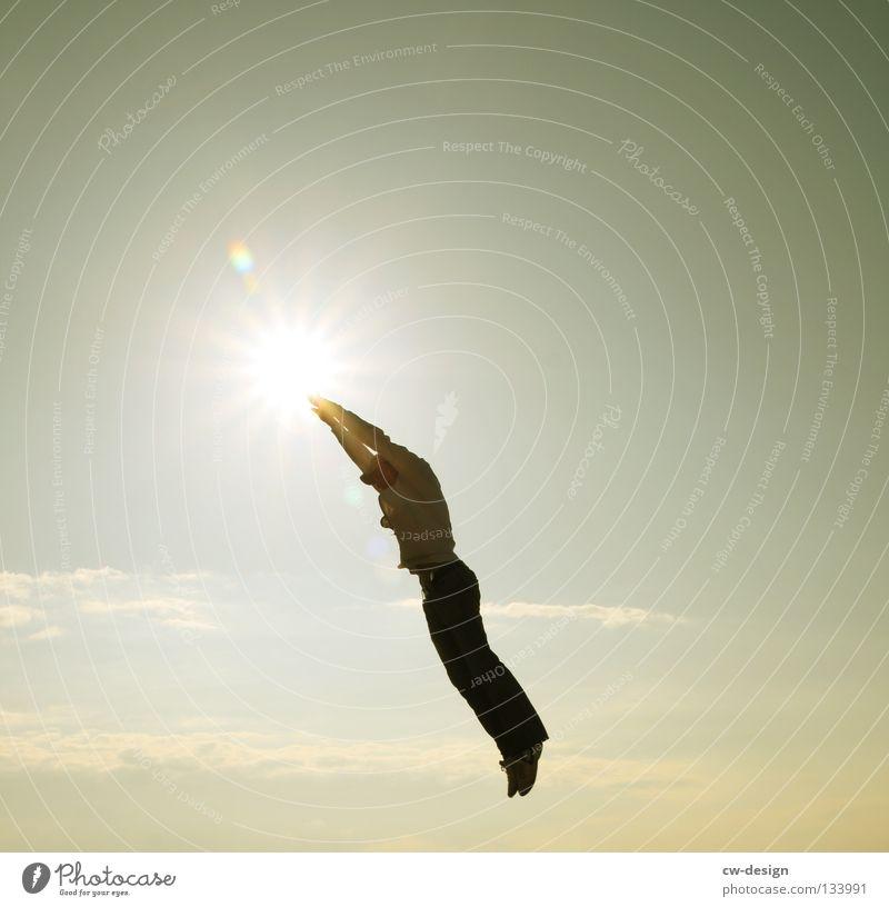 SUPERMAN Freude Leben Sonne Mensch maskulin Junger Mann Jugendliche Erwachsene 1 18-30 Jahre Himmel Wolken fliegen springen trendy Spitze Bewegung Lebensfreude