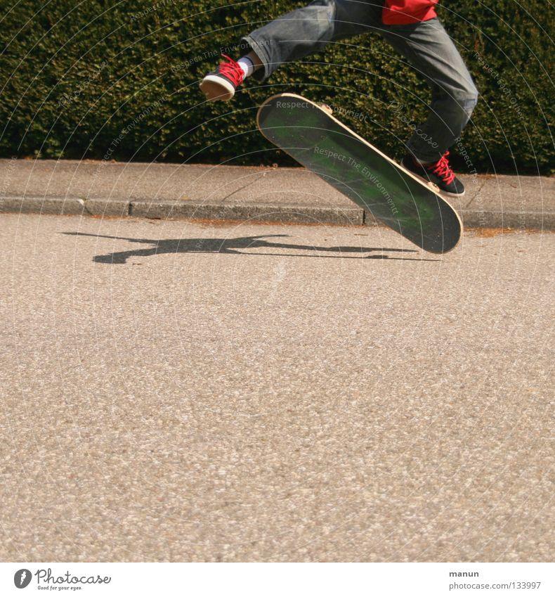 Skate it! III Kind Jugendliche rot Freude schwarz Straße Sport Arbeit & Erwerbstätigkeit springen Bewegung Gesundheit Freizeit & Hobby Asphalt Fitness Skateboarding sportlich