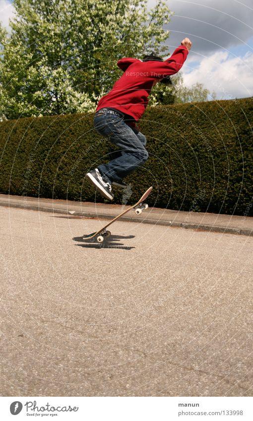 Skate it! IV Kind Jugendliche rot Freude schwarz Straße Sport Junge springen Spielen Bewegung Freizeit & Hobby Asphalt Fitness Skateboarding sportlich