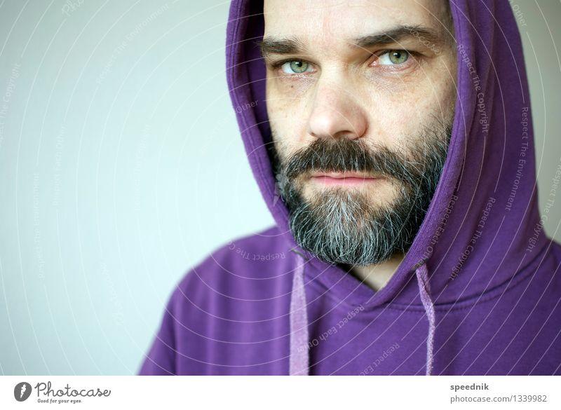 Männer, die auf Rollschränke starren Mensch Mann alt Gesicht Erwachsene Senior Stimmung hell maskulin 45-60 Jahre beobachten Coolness violett Bart trendy
