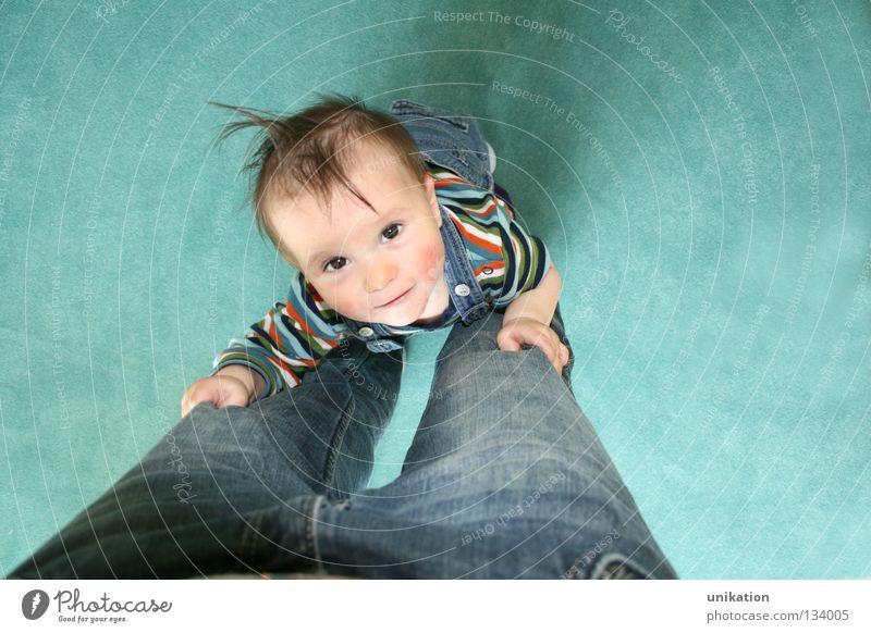 Aufsteiger I Mensch Familie & Verwandtschaft Kind grün Freude Gesicht Auge Junge Haare & Frisuren lustig Beine Zusammensein Kindheit laufen stehen