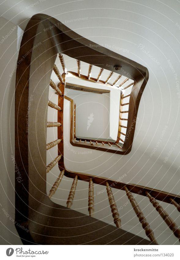 e Treppenhaus Spirale Mitte aufsteigen Haus eckig Flur Treppengeländer Halterung Symmetrie Treppen steigen abwärts aufwärts Architektur