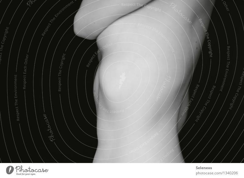 Schwung Mensch feminin Frau Erwachsene Körper Haut Rücken Brust Frauenbrust Arme Bauch 1 nackt natürlich Schwarzweißfoto Innenaufnahme Licht Schatten Kontrast