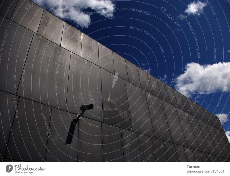 Wetterindikator Himmel blau Wolken Wand Mauer grau Zeichen Macht Medien Fotokamera Überwachung messen live untersuchen Spitzel