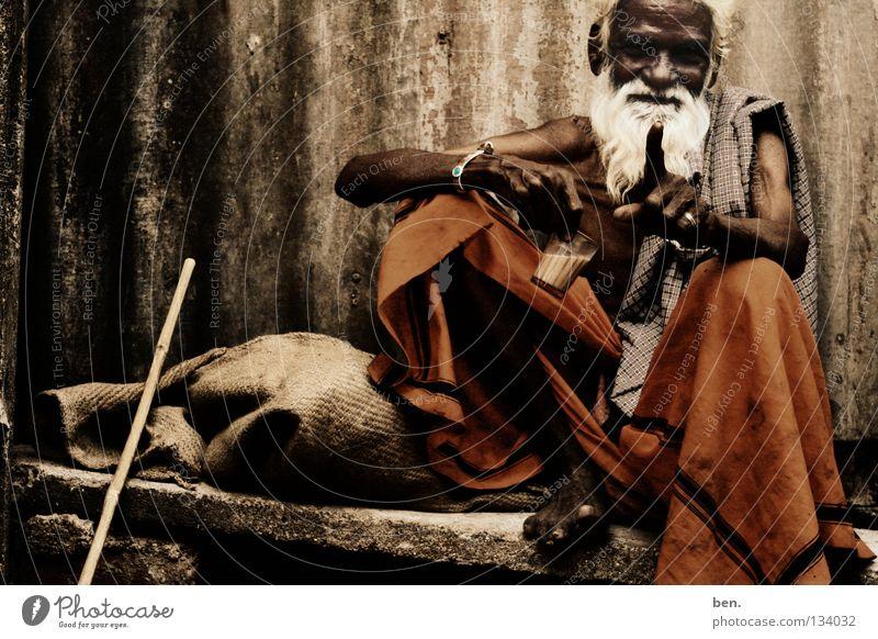 Home Mensch Mann Senior Bart Indien Tracht Asiate Inder David und Goliath