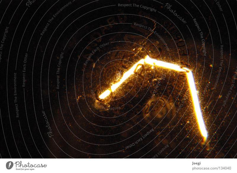 Licht in der Dunkelheit Glühbirne dunkel Lampe glühen Elektrizität Haushalt