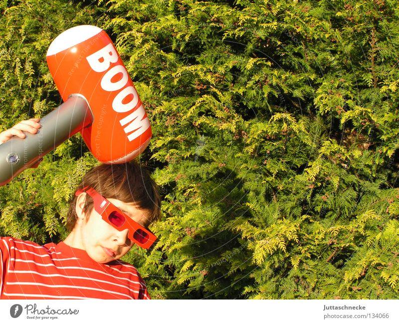 Total behämmert Junge dumm Kind Gummihammer aufblasbar rot grün ungefährlich Spielzeug blasen Spielen Zickzack Brille Sonnenbrille Achtziger Jahre Kraft Hammer
