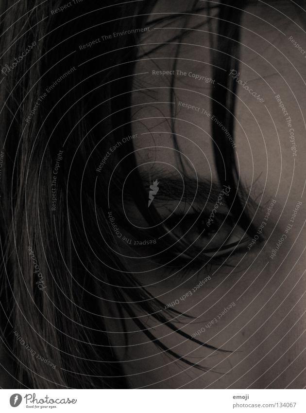 evil II böse Trauer nass Haarsträhne Wange dunkel Bad ungesund Wimperntusche durchdringend braun grau Teufel schwarz Jugendliche gefährlich geheimnisvoll