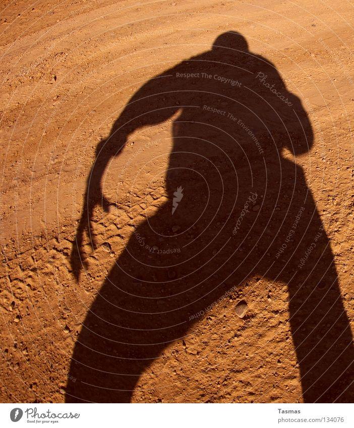 Schneller Schatten [Links] Sonne Erde Sand Wüste Krallen kämpfen Wut Ärger bereit Duell Anspannung Wilder Westen Zigarettenmarke Monster Mars Sureal duellieren