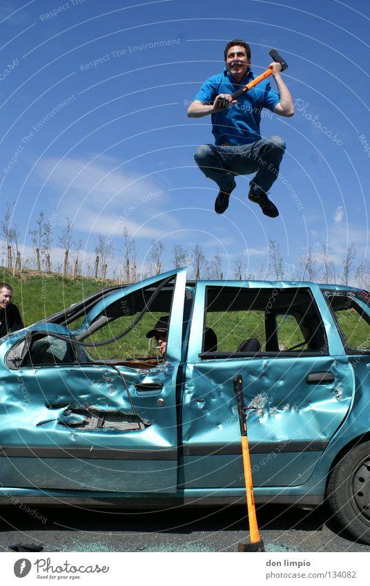 crash kids freuen sich springen PKW Freundschaft trashig Langeweile Zerstörung Unsinn Digitalfotografie KFZ Humor abgelaufen