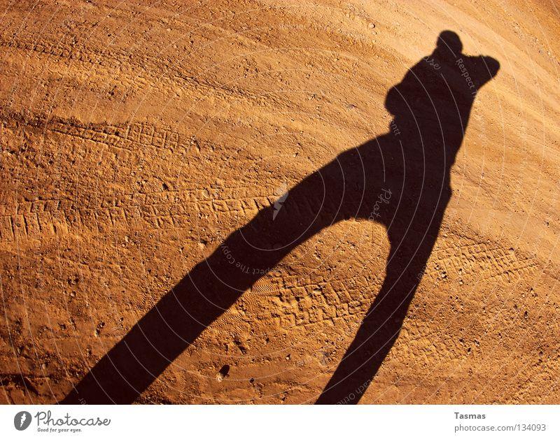 Schuss... Sonne Sand Erde Elektrizität Körperhaltung Wüste Wut kämpfen Ärger stagnierend Pistole schießen Mars Anspannung Zigarettenmarke