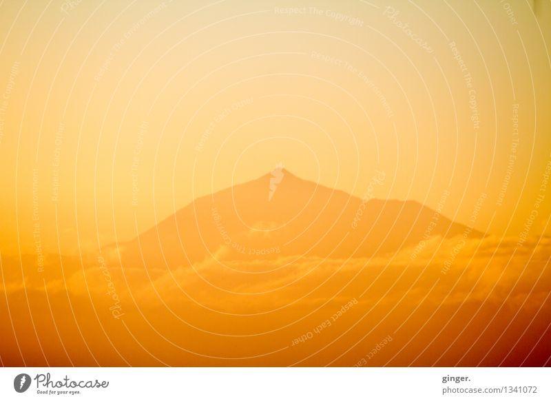 Berg im Licht Himmel Natur Sonne Meer Landschaft Wolken Berge u. Gebirge Umwelt gelb Wärme Frühling natürlich Stimmung hell Felsen orange