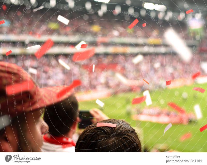 Fussball-Fans Mensch Jugendliche Mann Junger Mann Freude Erwachsene Sport Feste & Feiern Lifestyle Freizeit & Hobby Erfolg Fußball Sportmannschaft Zusammenhalt