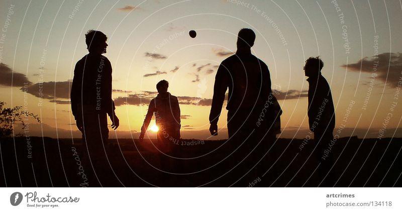 around the world Mensch rot Sonne Sommer Freude Wolken schwarz gelb Spielen orange Freizeit & Hobby Aktion Ball Momentaufnahme Hacky Sack