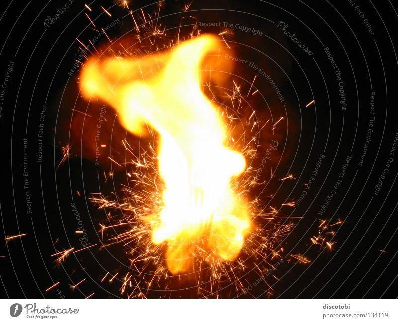 Kabumm ... Weihnachten & Advent rot gelb Wärme Brand Elektrizität Feuer Kerze heiß Physik Silvester u. Neujahr Feuerwerk Funken Explosion Lichterkette