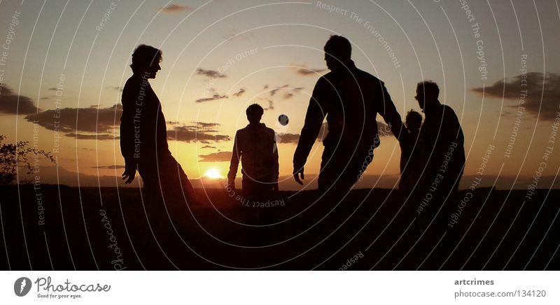 around the world II Spielen Sommer Wolken Gegenlicht schwarz gelb rot Momentaufnahme Sonnenuntergang Aktion Freizeit & Hobby Ballsport Hacky Sack footbag hacky