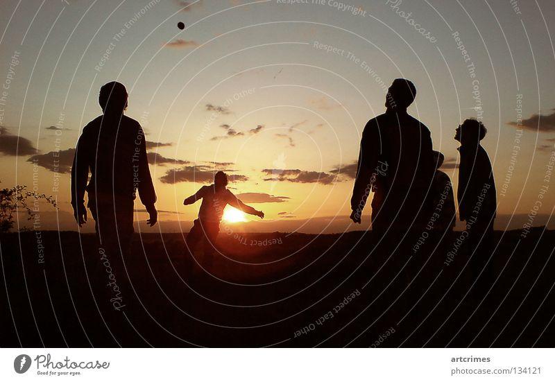around the world III Mensch rot Sonne Sommer Freude Wolken schwarz gelb Spielen orange Aktion Ball Momentaufnahme Ballsport Hacky Sack