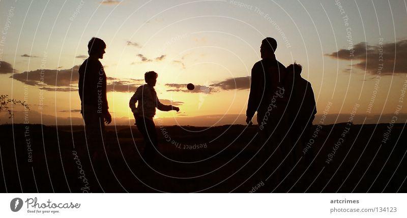 around the world IV Spielen Sommer Wolken Gegenlicht schwarz gelb rot Momentaufnahme Sonnenuntergang Aktion Ballsport Freizeit & Hobby Hacky Sack footbag hacky