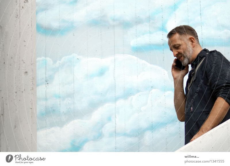 wolke 4 besetzt! Mensch Mann Wolken Graffiti sprechen Business Fassade maskulin Erfolg 45-60 Jahre Kommunizieren Zukunft Telekommunikation Kontakt Bart Handy