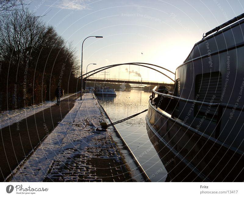 schiffe-am-kanal Wasserfahrzeug Herbst Schifffahrt Abwasserkanal