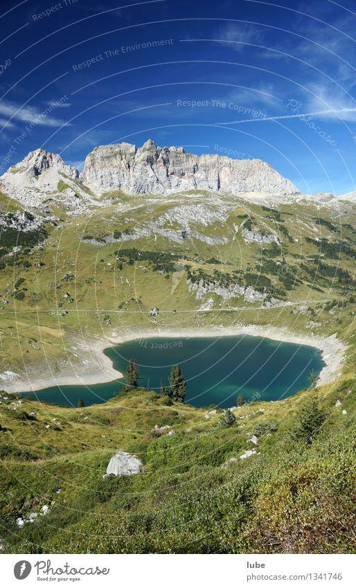 Formarinsee 2 Umwelt Natur Landschaft Himmel Sommer Klima Klimawandel Wetter Schönes Wetter Hügel Felsen Alpen Berge u. Gebirge Gipfel wandern grün Vorarlberg