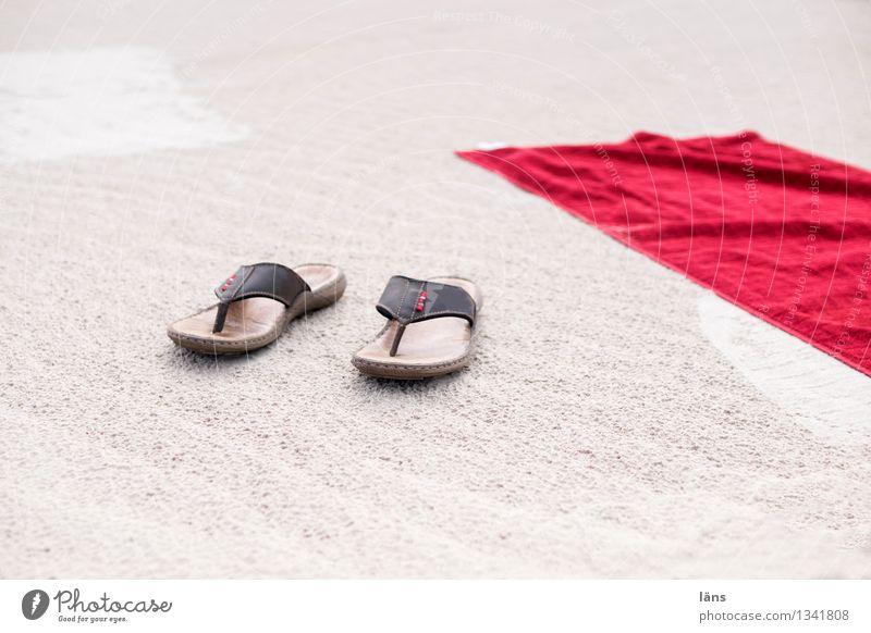 einfach sein Strand Sand Ostsee Urlaub Ferien Sommer Handtuch Flipflops