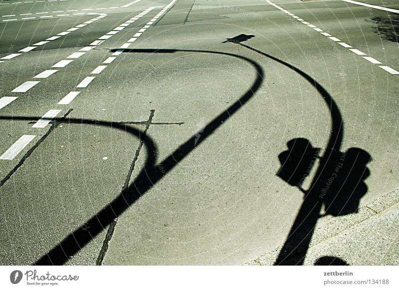 Yorckstraße Fahrbahn Strichellinie Fahrbahnmarkierung Asphalt Ampel Lampe Laterne Peitschenlaterne Straßenbeleuchtung Verkehrswege Schilder & Markierungen Linie