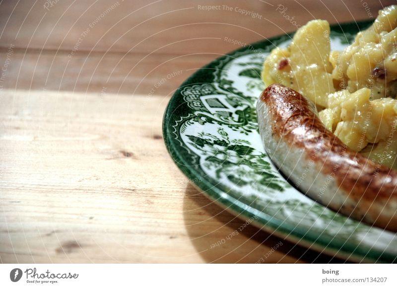 buying Bratwurst and Potato Salad in Bavaria Wurstwaren Würstchen Teller Tisch Abendessen Gartenfest Sonnenbad Grill Grillen Biergarten Handwerk