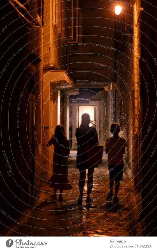 altstadtbummel Mensch Kind Stadt Haus Mädchen Fenster Erwachsene Wand Leben feminin Junge Mauer Familie & Verwandtschaft Zusammensein Kindheit Mutter