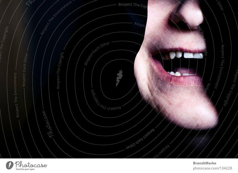 divide et impera Frau schwarz Gesicht dunkel Spielen lachen Mund Angst Nase gefährlich Macht Lippen Filmindustrie geheimnisvoll grinsen Anschnitt