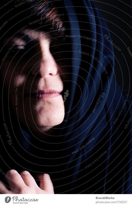 Fata viam invenient Frau Gesicht ruhig dunkel träumen Religion & Glaube Angst Trauer gefährlich weich Frieden bedrohlich entdecken verstecken Verzweiflung Gebet
