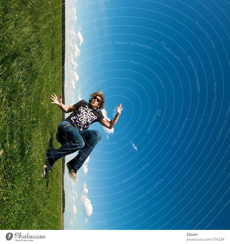 falling fallen verkehrt gedreht quer Aktion April Baseballmütze Erholung genießen Gras grün hell-blau Mann maskulin Mütze ruhen Salto Himmel Sommer Sonntag