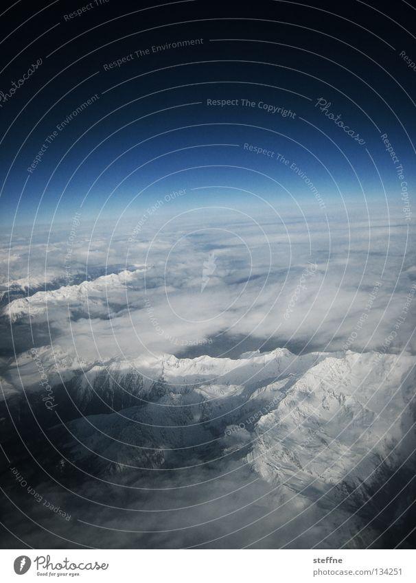 heiter und wolkig Himmel weiß blau Wolken Schnee Berge u. Gebirge Stimmung Flugzeug Horizont Niveau Alpen Gipfel Weltall Feuerwerk Schönes Wetter Fernweh