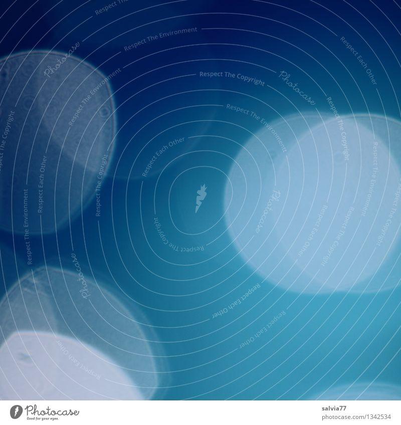 Blau Luft Wasser blau ruhig kalt Leichtigkeit Blauverlauf Hintergrundbild Reflexion & Spiegelung Unschärfe Blauton frisch Erfrischung hell-blau Kreis Lichtspiel