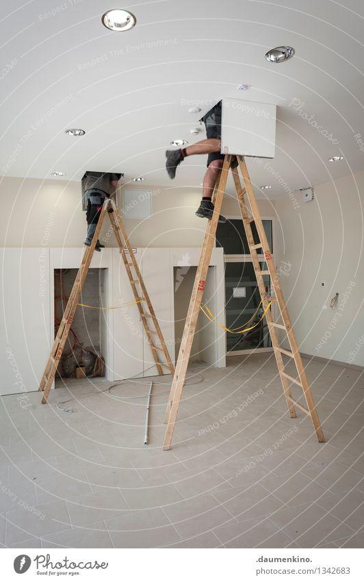 Duett Mensch Haus Architektur Innenarchitektur Gebäude Beine Lampe Fuß oben Zusammensein Arbeit & Erwerbstätigkeit maskulin Körper Schuhe Baustelle Kabel