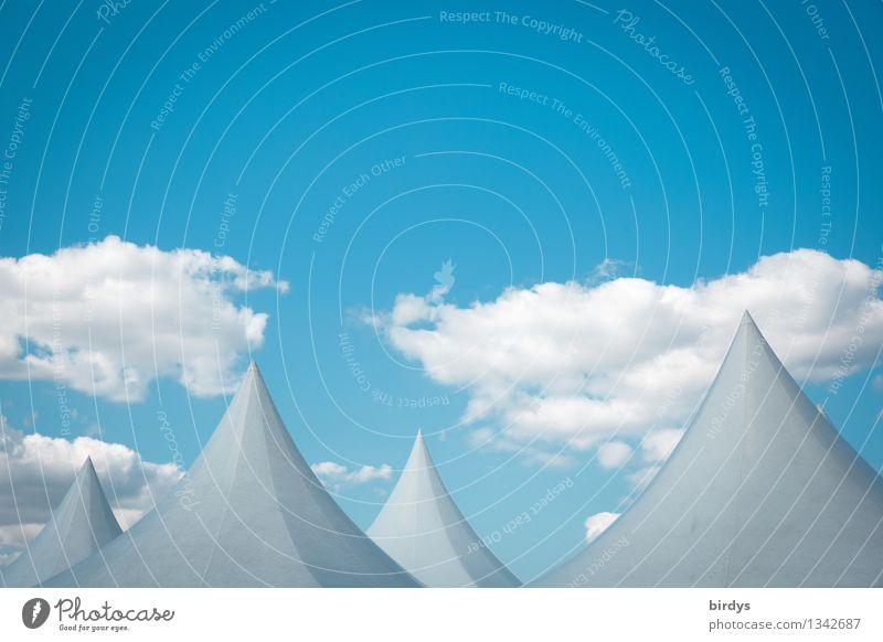 Hütchenspielerei Himmel blau weiß ruhig Wolken Ferne grau außergewöhnlich Häusliches Leben Idylle ästhetisch fantastisch Spitze einzigartig Schönes Wetter Dach
