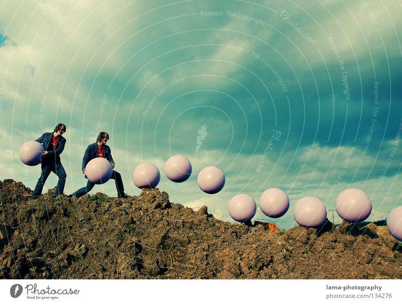 boing..boing..boing..boing Statistik rollen werfen Schwerkraft Anziehungskraft losgelöst Schweben Mann stehen gehen leicht Leichtigkeit Wolken Planet Accessoire