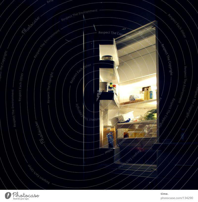 Nächtliche Exkursion Kühlschrank Nacht Gefrierfach Lebensmittel Licht Appetit & Hunger Vesper spät Käse Küche Schublade Glas Dose Tankstelle Sammelstelle kalt