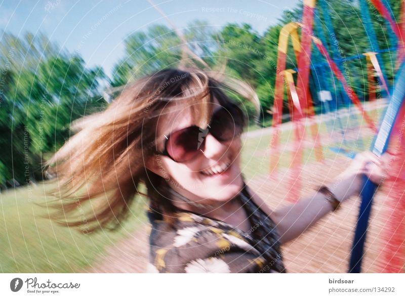 SWINGS Freude Farbe Farbstoff Park Filmindustrie Nachmittag schaukeln Medien