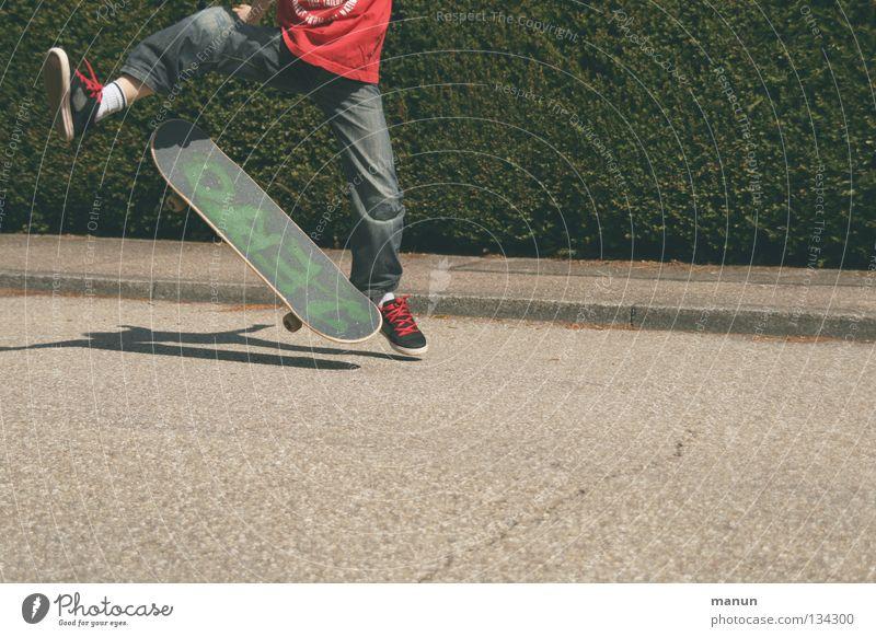 Skate it! V Kind Jugendliche rot Freude schwarz Straße Sport Junge springen Spielen Bewegung Gesundheit Aktion Freizeit & Hobby Asphalt Fitness