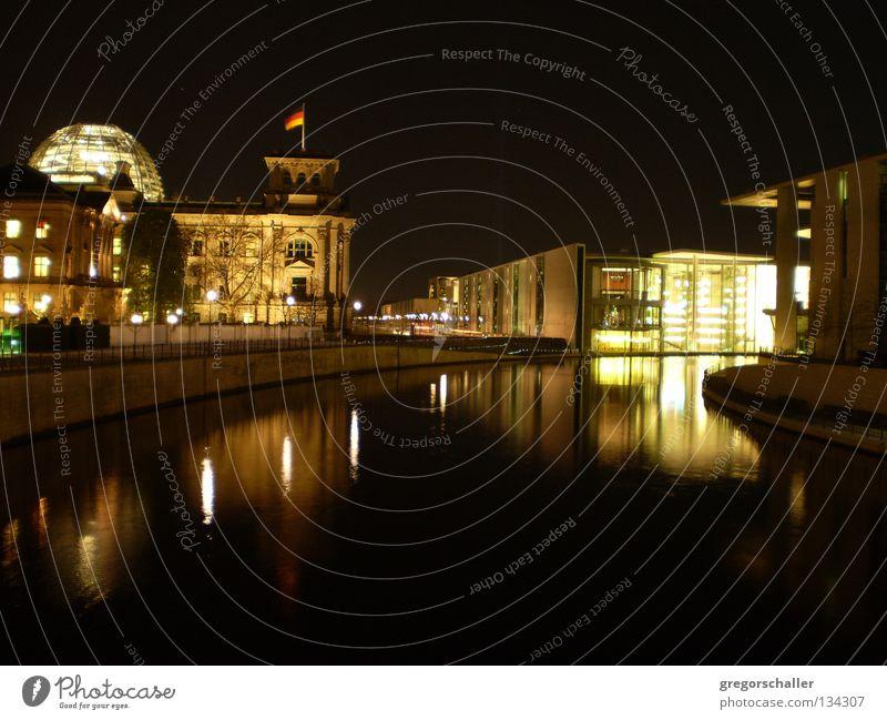 Berliner Nacht 1 Reflexion & Spiegelung dunkel Kuppeldach schwarz Wahrzeichen Stadt Politik & Staat Nationalflagge Tourismus Außenaufnahme Gebäude Bauwerk