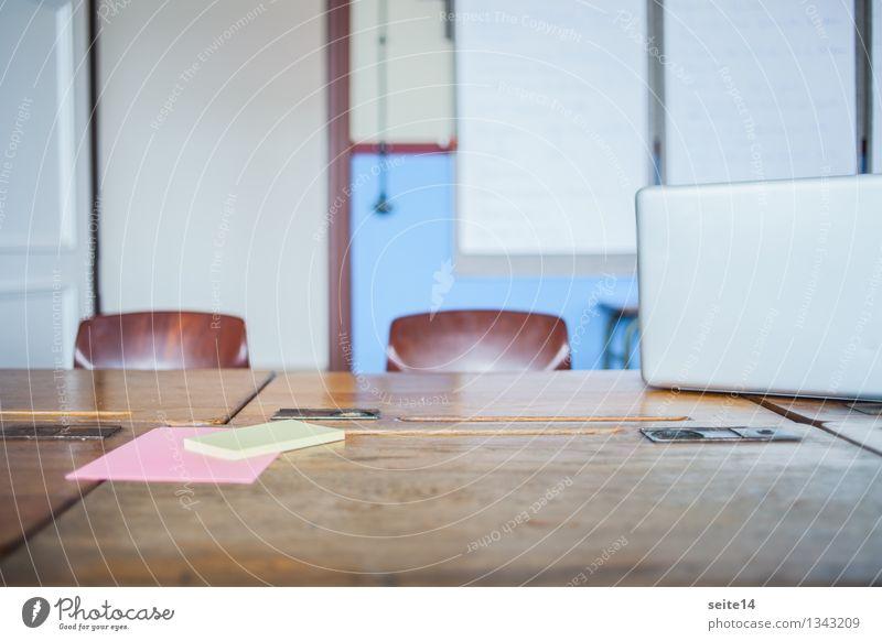 Start Up. Agency 2 Lifestyle Design Freiheit Schreibtisch Stuhl Tisch Raum Bildung Wissenschaften Schule lernen Schulgebäude Studium Arbeit & Erwerbstätigkeit
