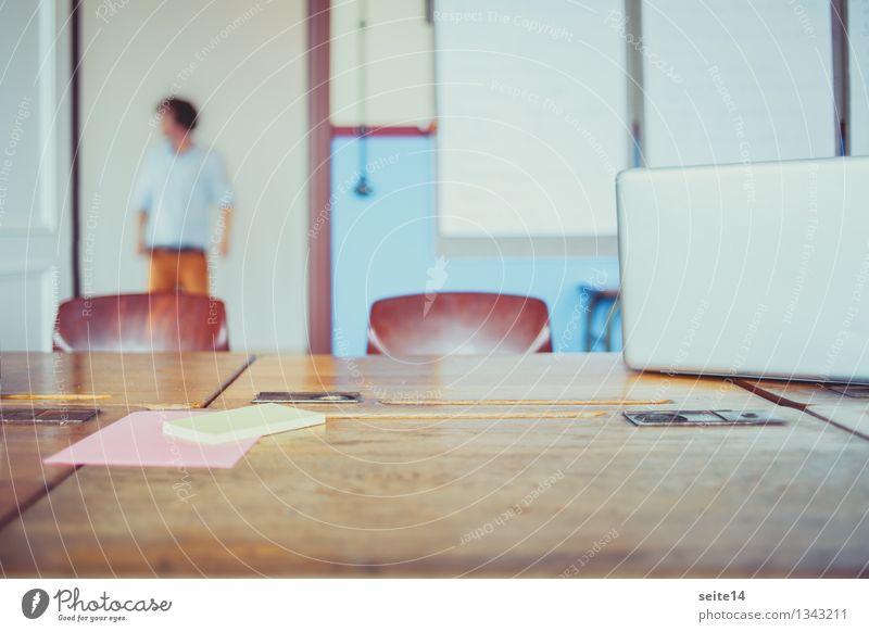 Start Up. Agency Mensch Jugendliche Junger Mann Stil Lifestyle Schule Arbeit & Erwerbstätigkeit maskulin Raum Büro Tisch lernen Studium Papier Stuhl Bildung