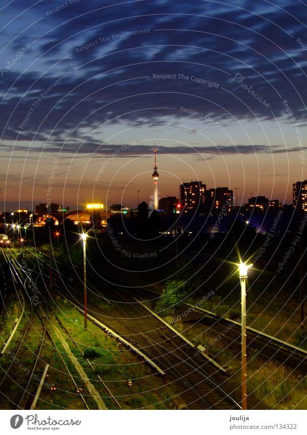 Warschauer Str Himmel blau Stadt Lampe dunkel Berlin oben Eisenbahn Brücke Gleise Nacht Skyline Bahnhof Stadtzentrum S-Bahn