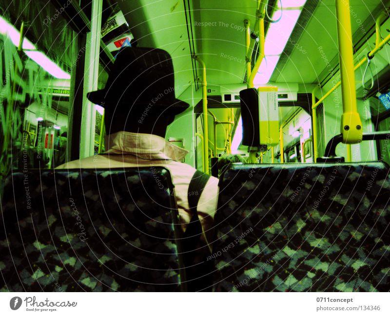 Unterwegs Einsamkeit träumen Denken warten Eisenbahn sitzen fahren Güterverkehr & Logistik Hut Bahnhof Sitzgelegenheit Straßenbahn Single Verkehrsmittel