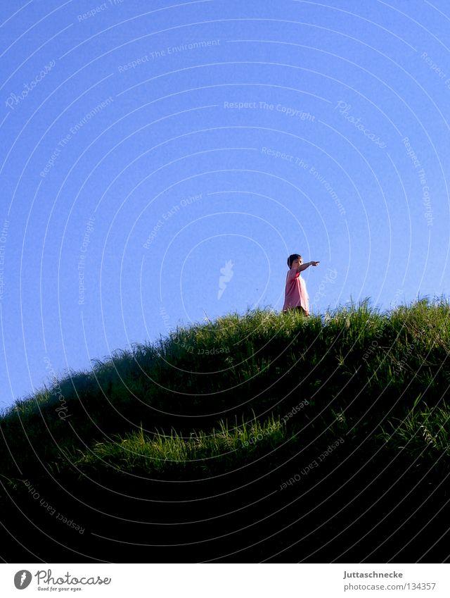 Gipfelstürmer Kind Himmel Freude Junge oben Berge u. Gebirge Freiheit Glück Erfolg frei hoch Aussicht Klettern Bergsteigen fertig
