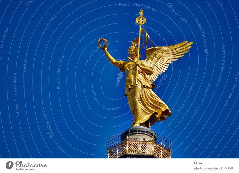 Goldelse macht blau Berlin gold Erfolg Denkmal Wahrzeichen Säule Skulptur Hauptstadt Bronze Tiergarten Siegessäule Bronzeskulptur