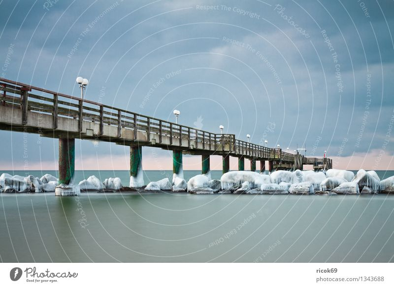 Seebrücke an der Ostseeküste Natur Ferien & Urlaub & Reisen Wasser Meer Landschaft ruhig Wolken Strand Winter kalt Küste Schnee Stein Eis Wetter Tourismus