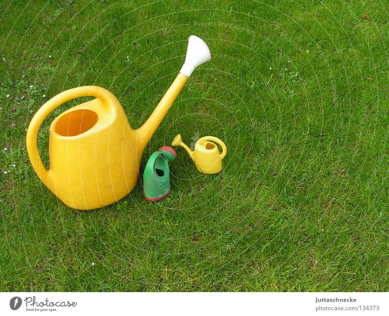 Muttertag Kannen Gießkanne grün gelb Wiese Gras gießen Gärtner Gartenarbeit Spielzeug Wachstum nass klein groß Kuscheln Sommer Sicherheit Handwerk Rasen Liebe